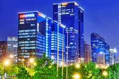 PEKING, CHINA - 20. MAI 2015: Abend, Nachtmodernes Peking-busi Lizenzfreies Stockfoto