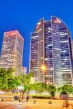 PEKING, CHINA - 20. MAI 2015: Abend, Nachtmodernes Peking-busi Stockbild