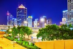 PEKING, CHINA - 20. MAI 2015: Abend, Nachtmodernes Peking-busi Stockfotos