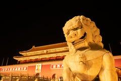 Peking, China - 26. Mai 2018: Nachtansicht des Tiananmen-Toreingangs nach Verbotene Stadt, die ein Palastkomplex in zentralem ist stockbild