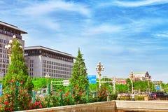 PEKING, CHINA 18. MAI 2015: Peking-modernes Büro und Bewohner Lizenzfreie Stockbilder