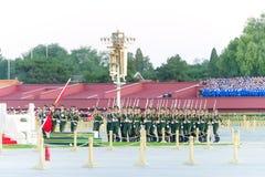 PEKING, CHINA - 12. Oktober 2015: Flaggen-Anhebenzeremonie von Tiananmen Stockfotografie