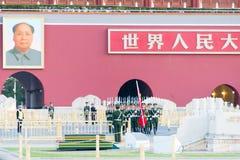 PEKING, CHINA - 13. Oktober 2015: Flaggen-Anhebenzeremonie von Tiananmen Lizenzfreie Stockfotos