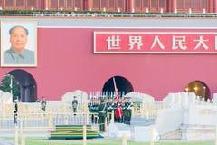 PEKING, CHINA - 13. Oktober 2015: Flaggen-Anhebenzeremonie von Tiananmen Lizenzfreies Stockfoto