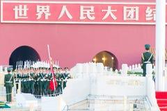 PEKING, CHINA - 13. Oktober 2015: Flaggen-Anhebenzeremonie von Tiananmen Stockfotografie