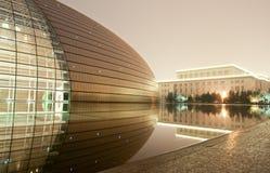 Peking, het nationale grote theater bij nacht Stock Foto