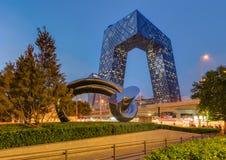 Peking Kina - Maj 14, 2018: CCTV flåsar byggande Kina värld T Arkivfoton