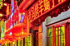 PEKING KINA - MAJ 18, 2015: Gammal byggnad som är historisk, invånare Arkivbilder
