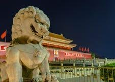 Peking Kina - Maj 13, 2018: Mao Tse Tung Tiananmen Gate i Gu royaltyfri bild