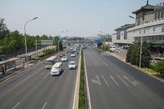 PEKING KINA 21 Maj 2016, sikt på de breda vägarna av Pekingnollan Royaltyfri Foto