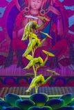 Peking Kina - Maj 16, 2018: Skådespelartrupp som utför i cirkus för traditionell kines fotografering för bildbyråer