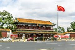 PEKING - KINA, MAJ 2016: Xinhuamen port av nya Kina på Maj 13, 2016 i Peking Arkivbild
