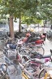 Peking och cykel Royaltyfria Foton