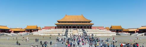 PEKING - 28. SEPTEMBER: Touristen, welche die Verbotene Stadt, an betreten Stockfotografie