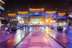 Pekingqianmen på natten Royaltyfria Bilder