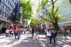 Pekingvägen i Guangzhou Den berömda shoppinggatan med många shoppar och restauranger längs vägen Royaltyfri Fotografi