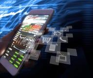 Pekskärmsmartphone i hand arkivfoto