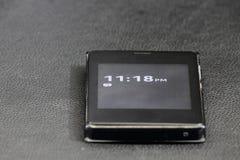 Pekskärmtelefon och tid Arkivfoton