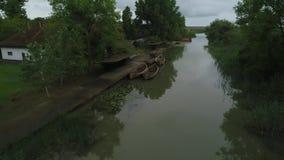 Película aérea sobre el canal del delta de Danubio almacen de metraje de vídeo