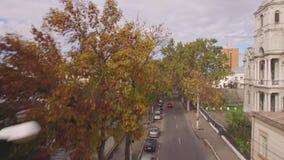 Película aéreo em uma cidade pequena vídeos de arquivo