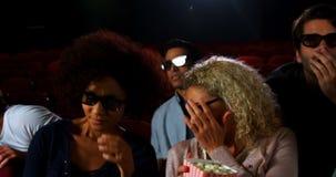 Película de observación del grupo de personas en el teatro 4k metrajes