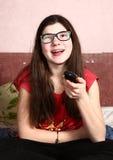 Película del reloj de la muchacha del adolescente con teledirigido Fotografía de archivo libre de regalías