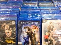 Películas clásicas y nuevas de la producción de Hollywood en el DVD para la venta en centro de entretenimiento Imagenes de archivo