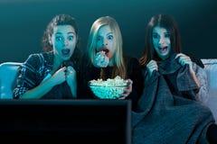 Películas de observación adolescentes asustadas Fotos de archivo