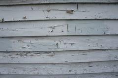 Peladura de la pintura blanca en el apartadero de madera Fotos de archivo libres de regalías