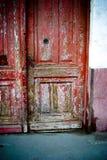 Peladura de la puerta roja Foto de archivo libre de regalías