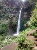 pelangi coban (cascade d'arc-en-ciel) photographie stock libre de droits