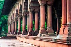 Pelare i rött fort i Delhi Arkivfoto