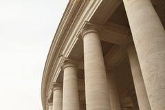 Pelare på piazza San Pietro i Vaticanen Royaltyfri Fotografi