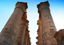 Pelarna på den Luxor templet, Egypten arkivfoto
