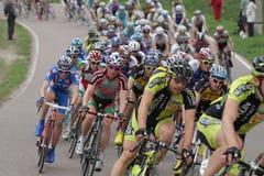 Pelaton-Radfahrer während der Ringe des Rennen fünf von Moskau in Krylatskoe Lizenzfreies Stockfoto
