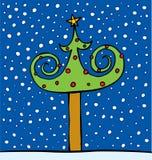 Pele-árvore decorada por esferas e por uma estrela Fotografia de Stock Royalty Free