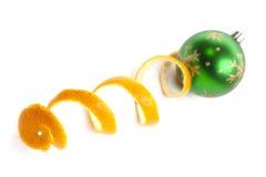 Pele do brinquedo e do mandarino do Natal Fotografia de Stock