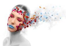 Pele em mudança da mulher bonita, conceito da beleza Imagens de Stock Royalty Free