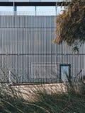Pele perfurada da fachada do instituto de Liggins em Auckland 2018 foto de stock