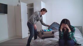 Pelea en familia joven almacen de metraje de vídeo