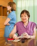 Peleas de la familia sobre el dinero Imágenes de archivo libres de regalías