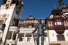 Peles Roszuje najpierw, statua Carol Rumunia, Sinaia fotografia royalty free