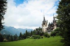 Peles-Schloss in den Karpatenbergen Lizenzfreie Stockbilder