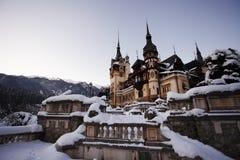 Peles slott i Rumänien under vintern Arkivbilder