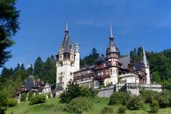 Peles slott och dekorativ trädgård, Rumänien Royaltyfri Bild