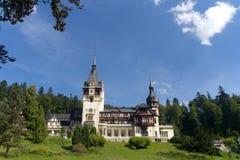 Peles slott och dekorativ trädgård, Rumänien Arkivfoto