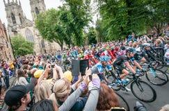 Peleton di Tour de France a York fotografie stock