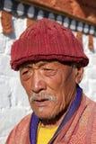 Pelgrim bij de tempel van Jampey Lhakhang, Chhoekhor, Bhutan Stock Fotografie