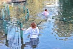 Pelgrims in het water Stock Foto