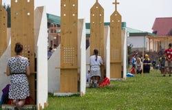 Pelgrims in Streek van Verzoening bij Heiligdom van Goddelijke Genade in Lagiewniki royalty-vrije stock foto's